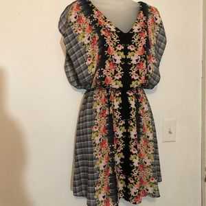 Candies flowered and plaid dress.
